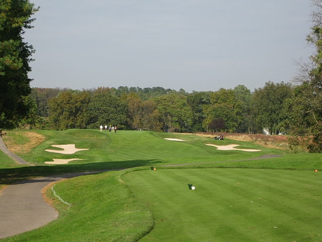 The remarkable 300-yard fifth hole at Engineers on Long Island -- one of the best short two-shot holes I've ever seen.