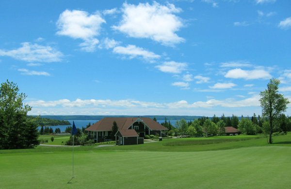 bell-bay-11th-green-clubhouse