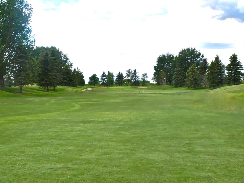 Looking up the fairway on the long Par 5 fifth hole on the Bridges